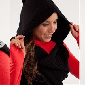 Lululemon apres ski sickie hooded hat scarf wrap